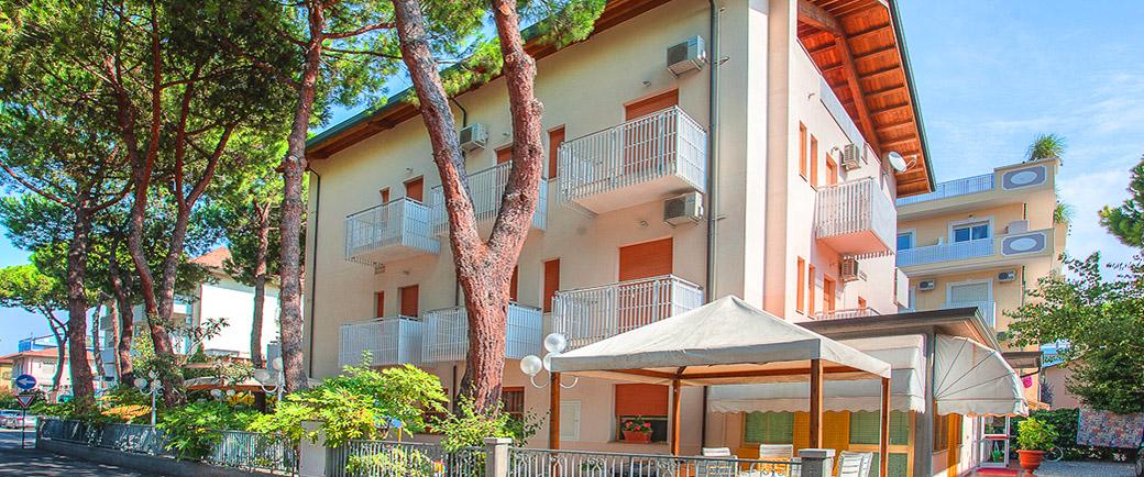 Hotel milena pinarella 3 stelle for Bagno 3 stelle pinarella